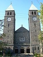 Badacsonytomaj - rímsko-katolický kostol postavený z čierneho bazaltu