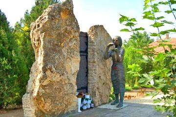 Inárcs - památník