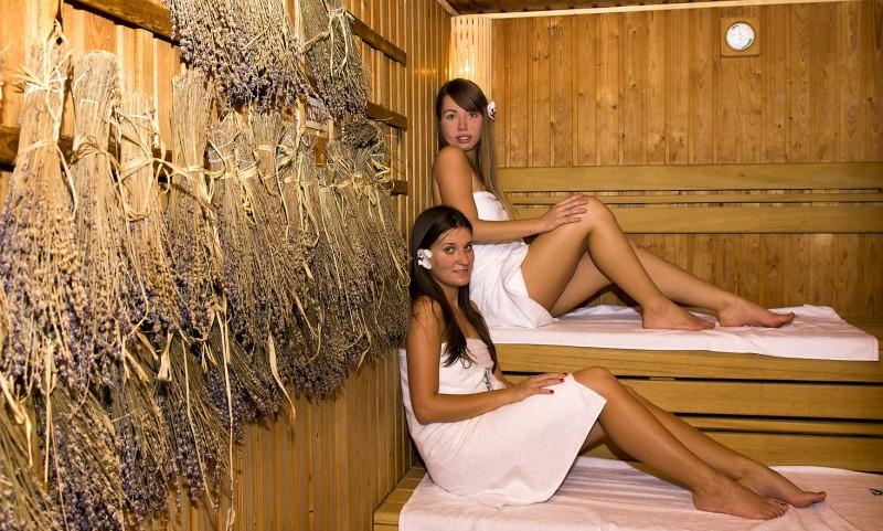 фото общественная баня молодые девушки виды
